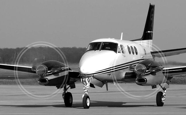 n65mv-private-beechcraft-modell-90-king-air_planespottersnet_227071_edited.jpg