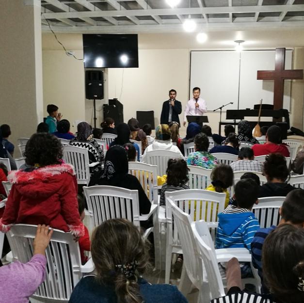 难民信主进入教会