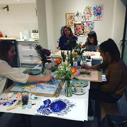 Workshop in action with the Whiston and Wright girls #jesspriestclasses #flowerpaintingclass #worksh