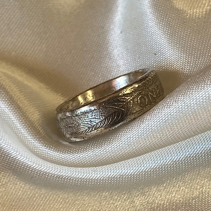 1990 New Zealand One Dollar Coin Ring