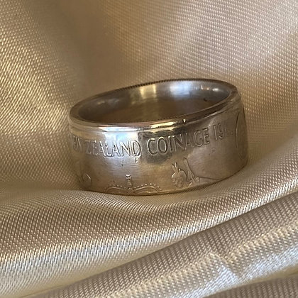 1983 New Zealand One Dollar Coin Ring