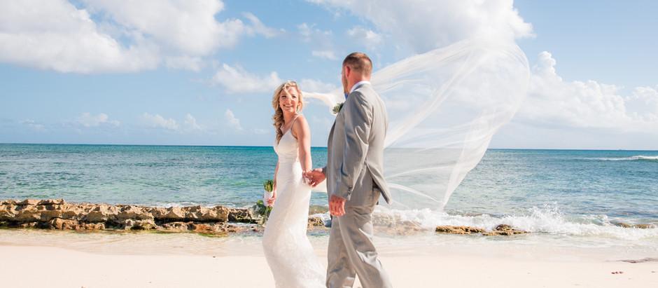 CARIBBEAN CLUB BEACH WEDDING | EMMA AND DUSTIN | GRAND CAYMAN