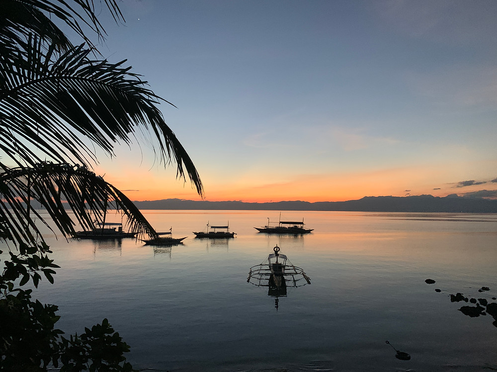 where to watch the sunset in moalboal