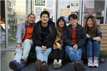 [기업사회공헌전문지 더하기]동네 청년 모두가 자유롭게 놀고 가는 공유공간, 문화예술커뮤니티 동네형들의 '동네공터'