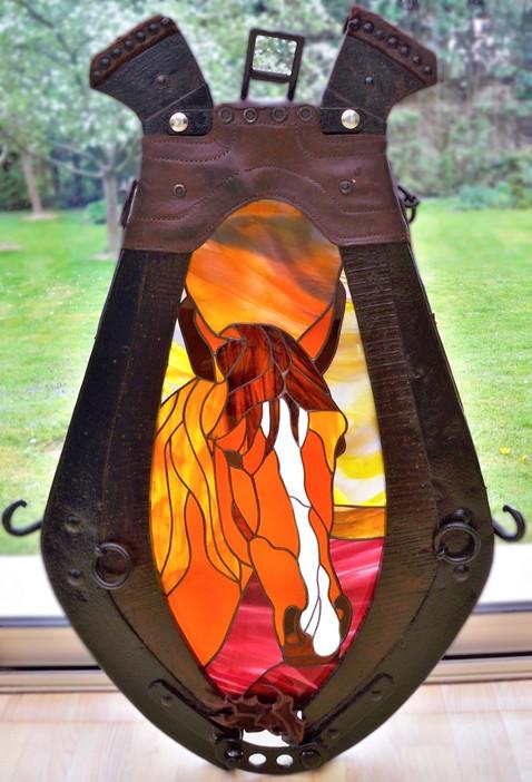 Lampe tête de cheval en Tiffany dans un collier d'époque