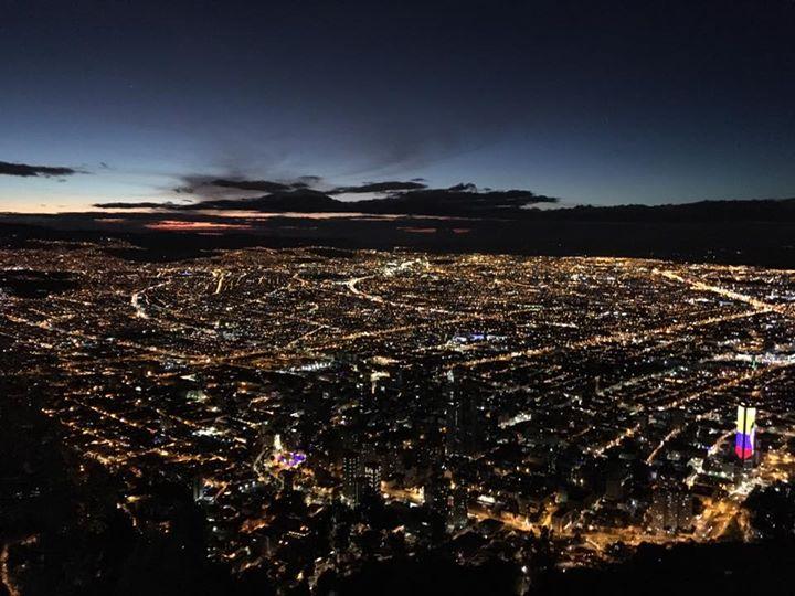 Bogotá de noche. Monserrate.jpg