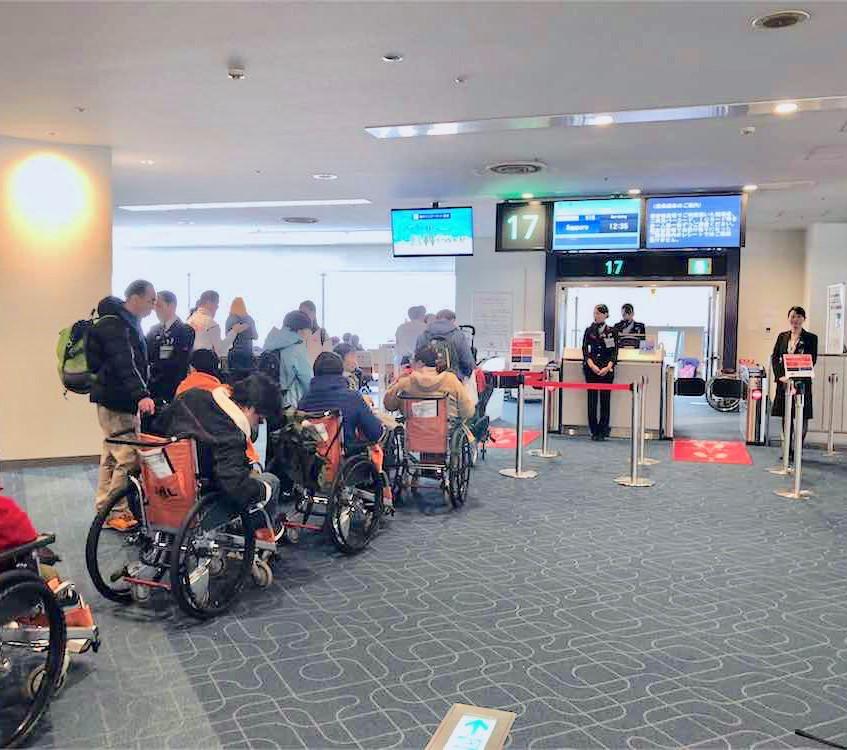 日本航空 北海道スキーツアー「車椅子で雪遊び」を監修/ユニバーサルツーリ