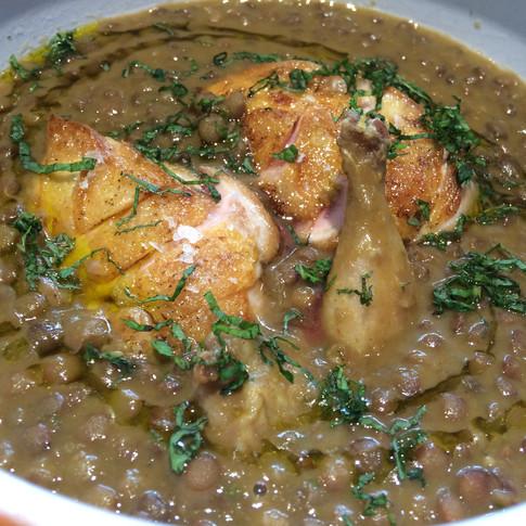 Lentejas con curry verde y codorniz.