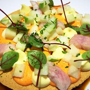 Rabitos de cerdo estofados con salsa de caracoles y anguila ahumada