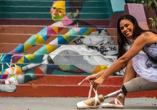 Bailarinas inspiram 'nova' escadaria grafitada por Eduardo Kobra