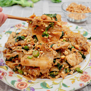 Love at First Sight: We see You, Chicken Pad See Ew