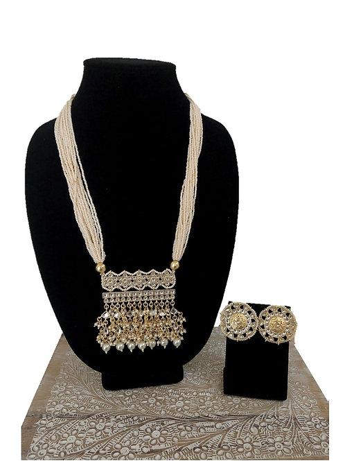 Aashi white necklace