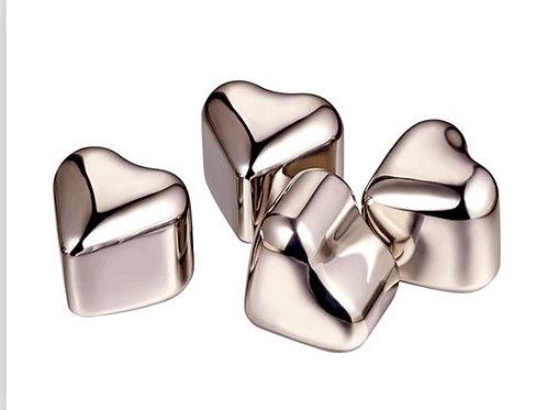 Eiswürfel-Herz aus rostfreiem Stahl und Eiskristallen