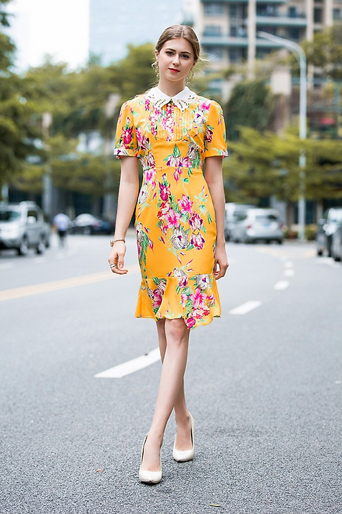 Yellow collar detail shift dress