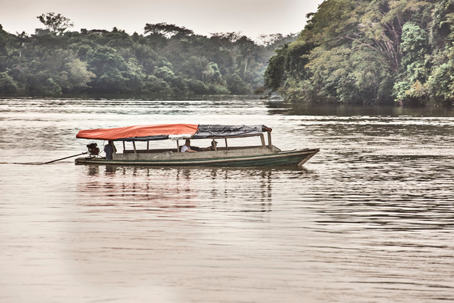 Boat on the Nanay River - Travelling through the Allpahuayo-Mishana National Reserve - Casa Galactica Ayahuasca Retreats & Master Plant Dietas