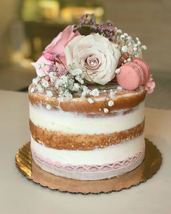 Gina's Signature Naked Cake 💕_._