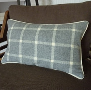 Contrast piped scatter cushion