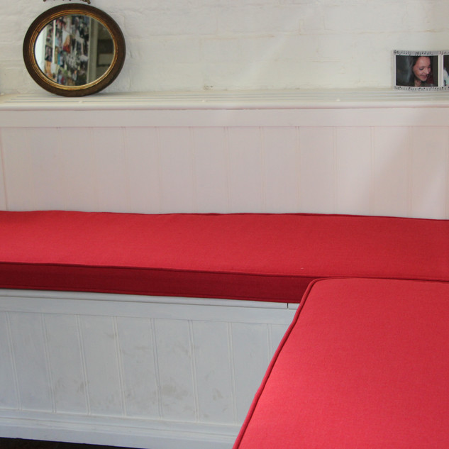 Piped seat cushion pads