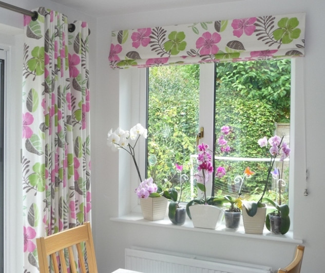 Eyelet curtains & matching blind