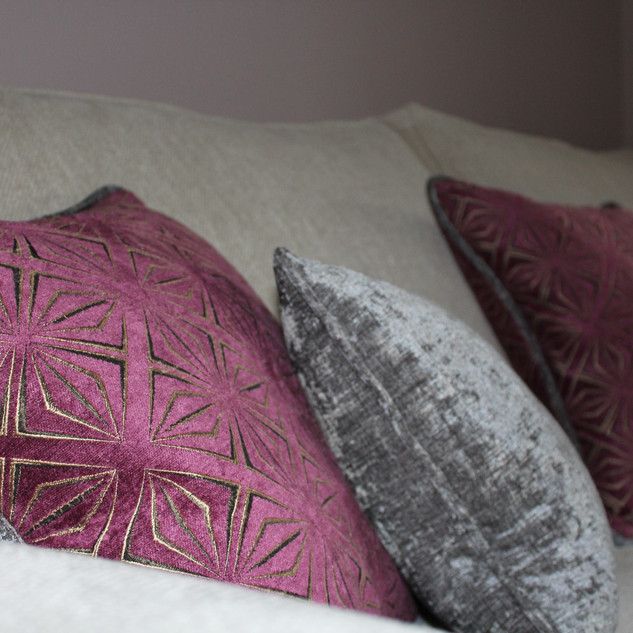 Piped scatter cushions