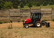 The SA Series of tractors combines compact power and winning design with an easy-to-use interface, yanmar tractors, yanmar sa series, yanmar, tractos, tractor, yanmar tractor store