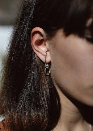 Boucle d'oreille unique Enlacé