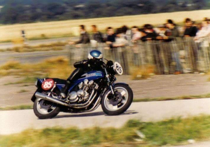 Ray's big blue CB900