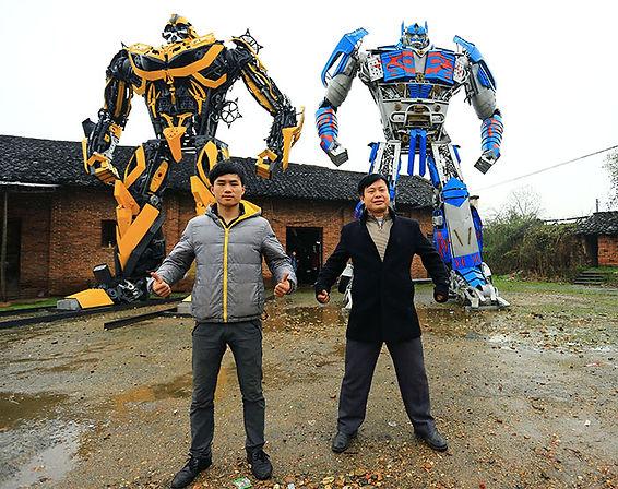 Металлические персонажи роботов трансформеров
