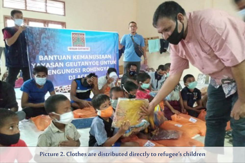 Picture 2. Clothes are distributed directly to refugee's children