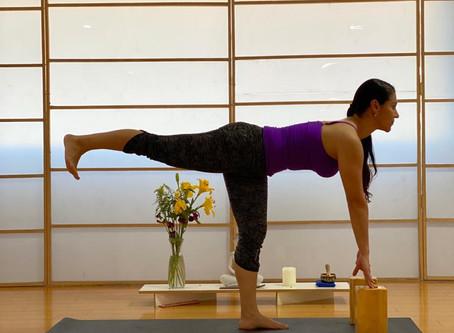 Posturas de yoga que puedes hacer en un espacio pequeño