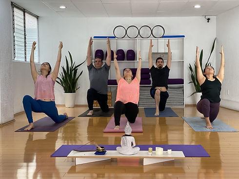 Home-shala prema-nosotros-estudio-de-yog