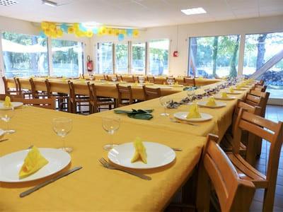 Salles de réception et cuisine équipée
