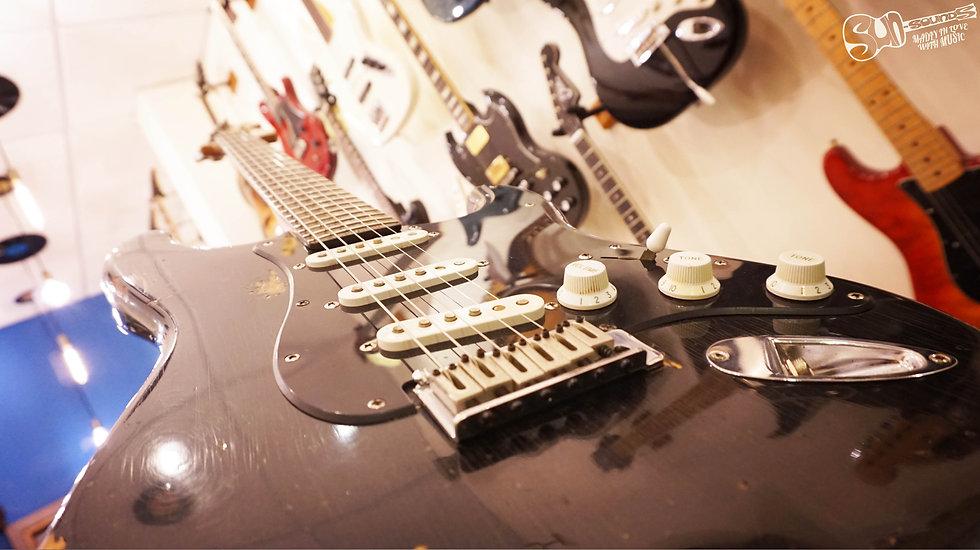 Squier Stratocaster | 1999, Guitar, Electric Guitar