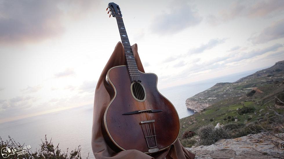 R. Gerome Petite Bouche | 1950, Guitar