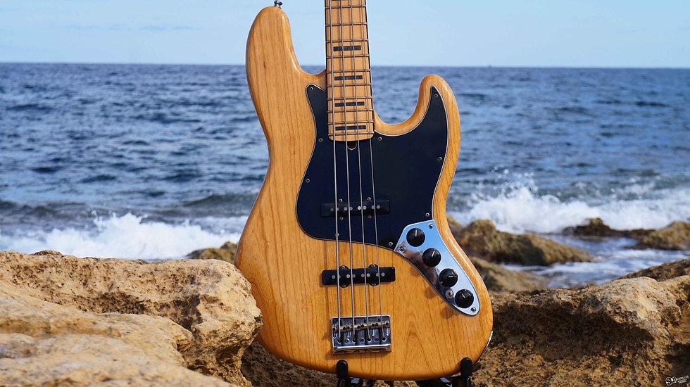 Fender American Deluxe Jazz Bass   2011
