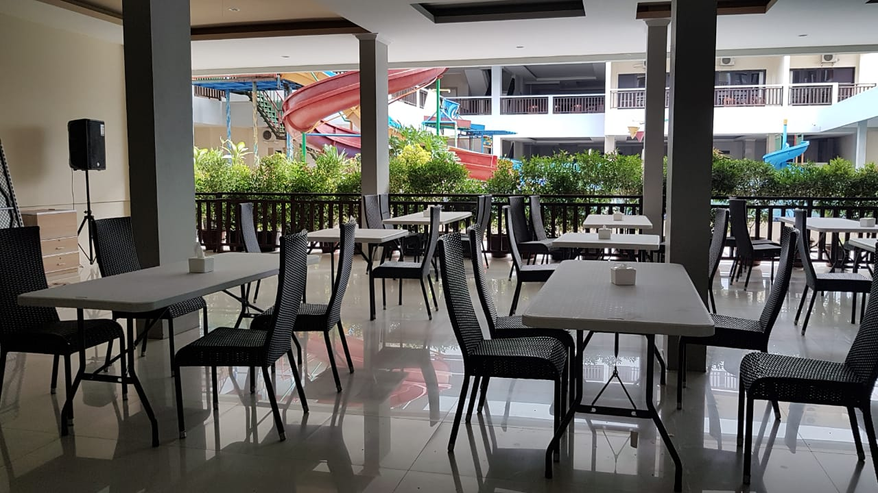 Restaurant Nearby Swimming Pool