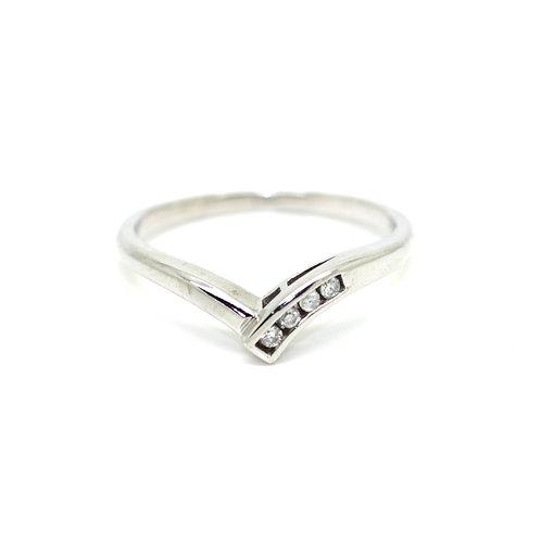 V-Shaped Diamond Ring