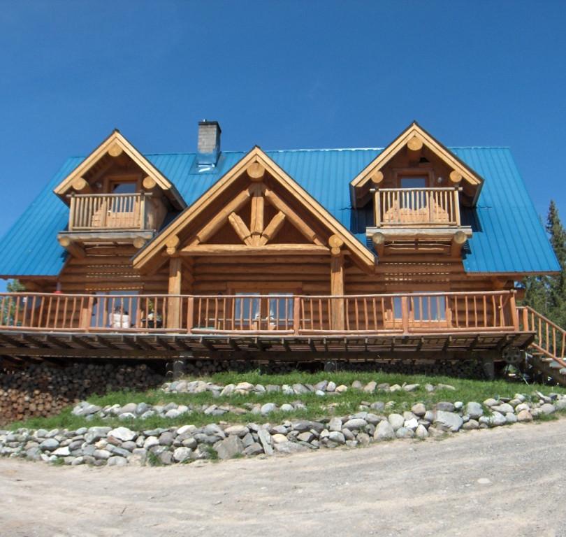 Main lodge at Skinner Creek Guest Ranch