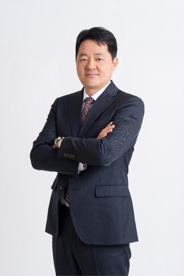 03-profile-jun-pil-sung@2x.jpg