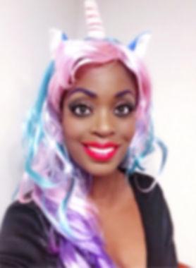 Kizzy, singer, songwriter, dutch, zangeres, presentatrice, tv host, tv presenter, poet, dichter, spreker, public speaker, unicorn