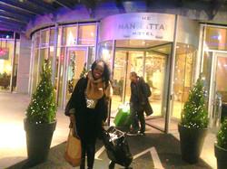 Kizzy performs at Manhattan Hotel