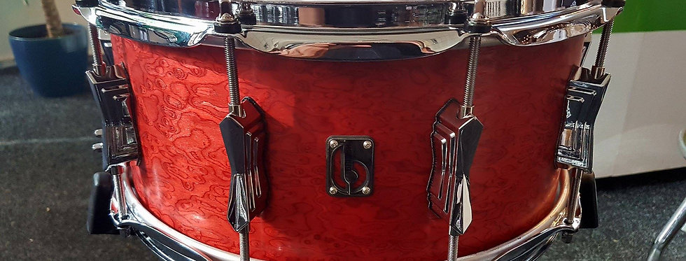 British Drum Co. Legend serie 14x6.5 snare in Buckingham Scarlett