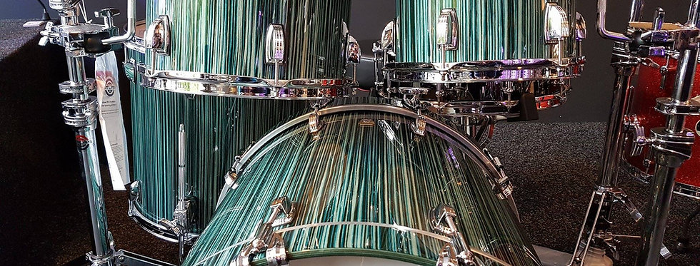 Ludwig Classic Maple in Electrostatic Green