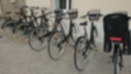 plusieurs vélo de ville et de VTC en location au centre de location