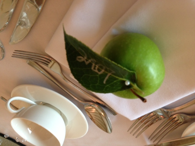 apple place setting