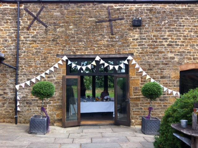 Dodmoor Bunting - Outside