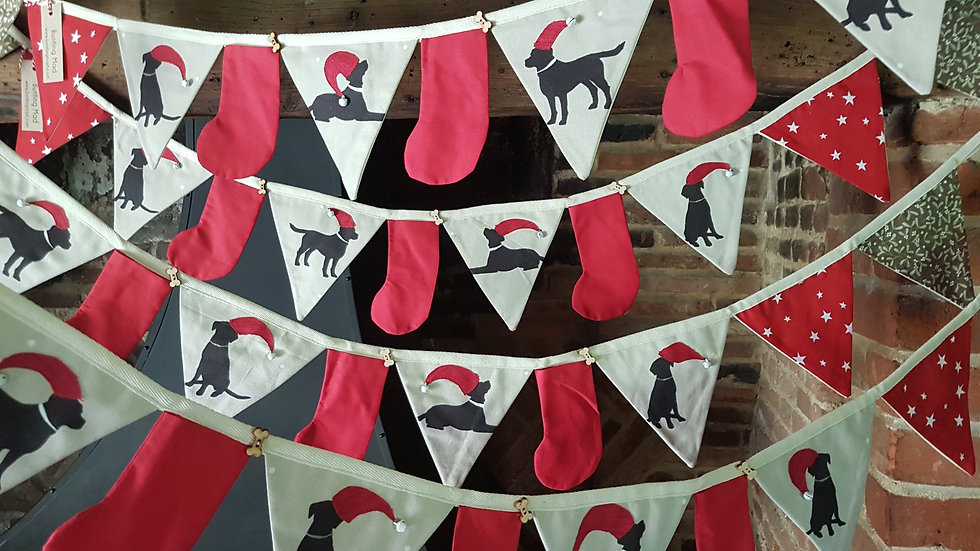 Black Labrador in Neutral Christmas Bunting