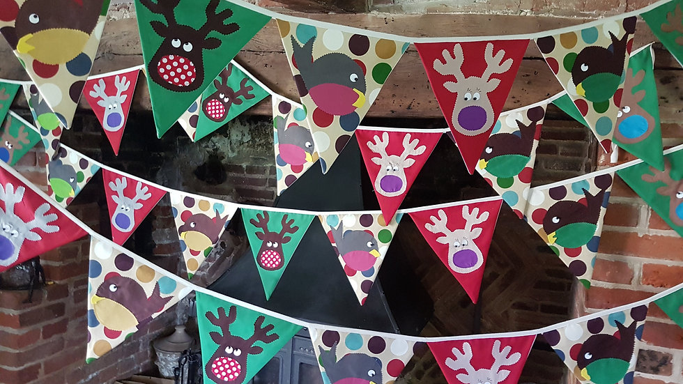 Robin and Reindeer Giant Bunting - Red and Green Spot
