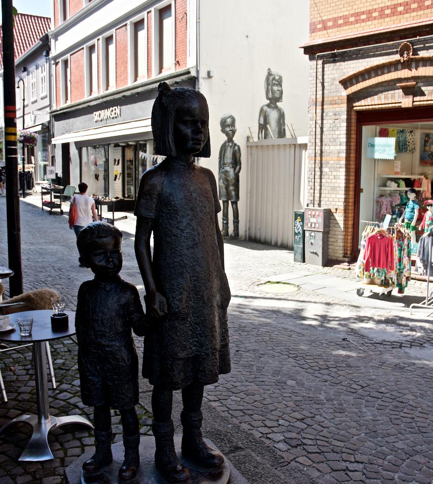 Sculpture at Lars Oftedals Square