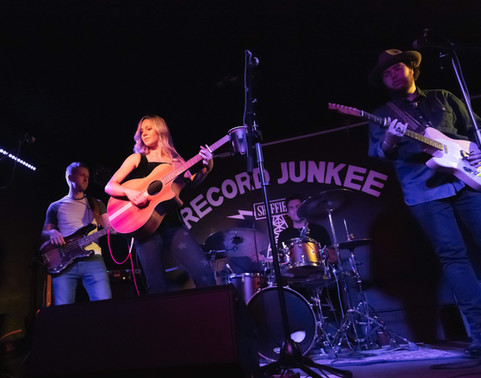 Harriet Rose playing Record Junkee